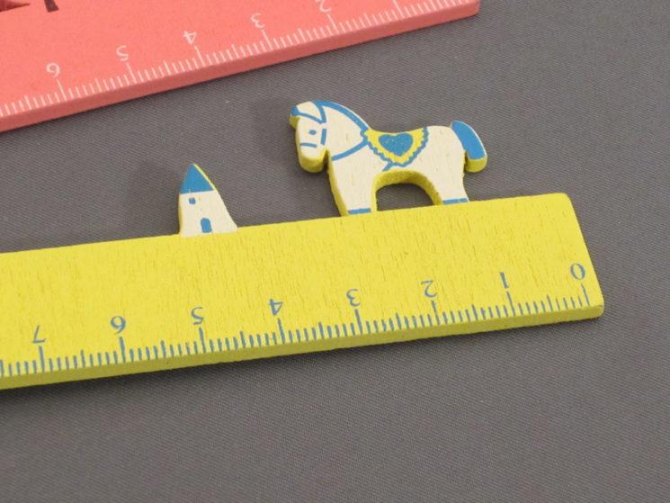 Lineal mit Pferd in gelb