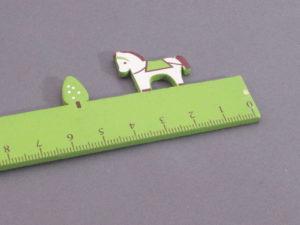 Lineal grün mit Pferd